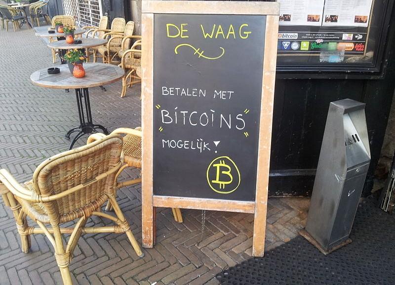 800px-De_Waag_Bitcoin